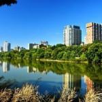 Αντικατοπτρισμοί πόλεων στο νερό