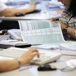 «Κλείδωσε» το νέο φορολογικό νομοσχέδιο. Πώς θα φορολογηθούν ελεύθεροι επαγγελματίες, μισθωτοί και επιχειρήσεις