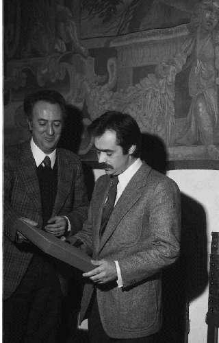 Ο Αλέκος Παναγούλης δέχεται τιμές στο παλάτι των Medici στη Φλωρεντία, Ιταλία. (Istituto Storico della Resistenza, αρχείο Cesare Giorgetti)