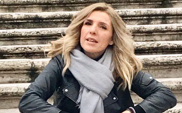 Η μάχη της δημοσιογράφου Ρένας Κουβελιώτη με την αρρώστια – Έγραψε βιβλίο για την συρρίκνωση του εγκεφάλου της