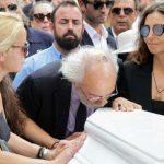 Κηδεία Ζωής Λάσκαρη: Το τελευταίο χειροκρότημα στην αγαπημένη ηθοποιό