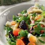 Σαλάτα με αγκινάρες, ντοματίνια και ελιές