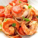 Θα γλείφεις και τα δάχτυλά σου! Συνταγή για λαζάνια με γαρίδες, εστραγκόν και σάλτσα ντομάτας
