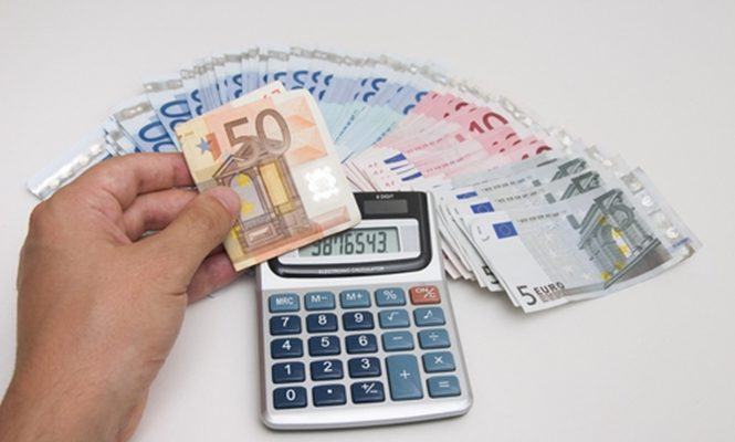 Επιχορηγούνται σε πρώτη φάση 84 δήμοι με 92 εκατ. ευρώ για την άμεση αποπληρωμή των ληξιπρόθεσμων οφειλών
