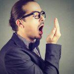 Πέντε πράγματα που δεν ξέρατε ότι κάνουν το στόμα να μυρίζει