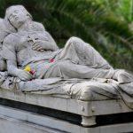 Ποια ήταν η ωραία κοιμωμένη;   (Γράφει η Μαίρη Σβαρνιά)