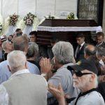 Πλήθος κόσμου στο «τελευταίο αντίο» στον Μάνο Ελευθερίου