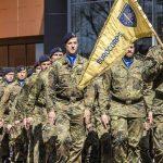 Εμμανουέλ Μακρόν: «Πρέπει να δημιουργήσουμε ένα πραγματικό ευρωπαϊκό στρατό»