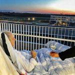 Ενα ηλιοβασίλεμα, ένα ποτήρι κρασί και ένα τσιγάρο πριν πεθάνει… απο τον Νίκο Ζαχαριάδη
