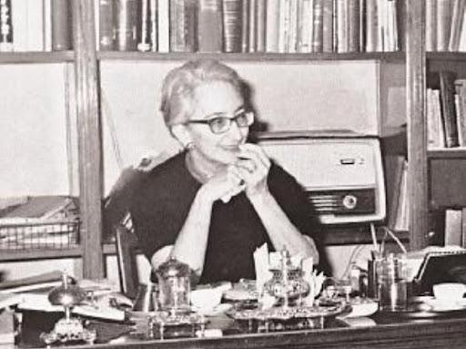 Ελένη Βλάχου: Ποια είναι αυτή η μυστηριώδης κυρία;